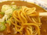 カレー中華 麺のアップ