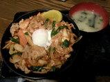 豚キムチ丼 700円