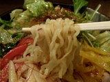 ピリ辛冷し中華 麺のアップ