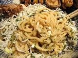 秋の和えそば 麺のアップ画像