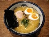 秋田比内地鶏で作る博多煮干しらーめん