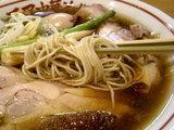 比内地鶏の醤油ラーメン 麺のアップ