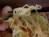 紅の涼麺 麺のアップ