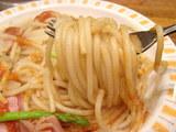 アスパラとベーコン(ハバネロソース) 麺のアップ