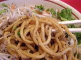 香草と川海老の油そば 麺のアップ