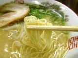 博多とんこつラーメン 麺のアップ