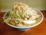 ラーメン 麺少なめ 野菜 ニンニク 700円
