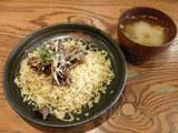 揚げ牛肉とテンメンジャンソースピリ辛チャーハン 690円