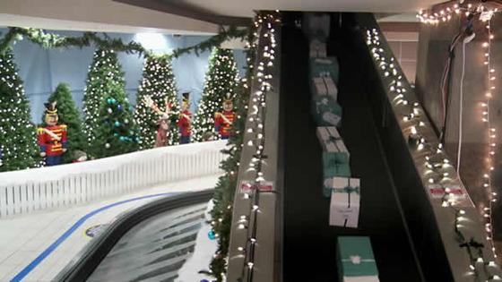 クリスマス_プレゼント_ウエストジェット航空_サプライズ_イベント_感動_動画