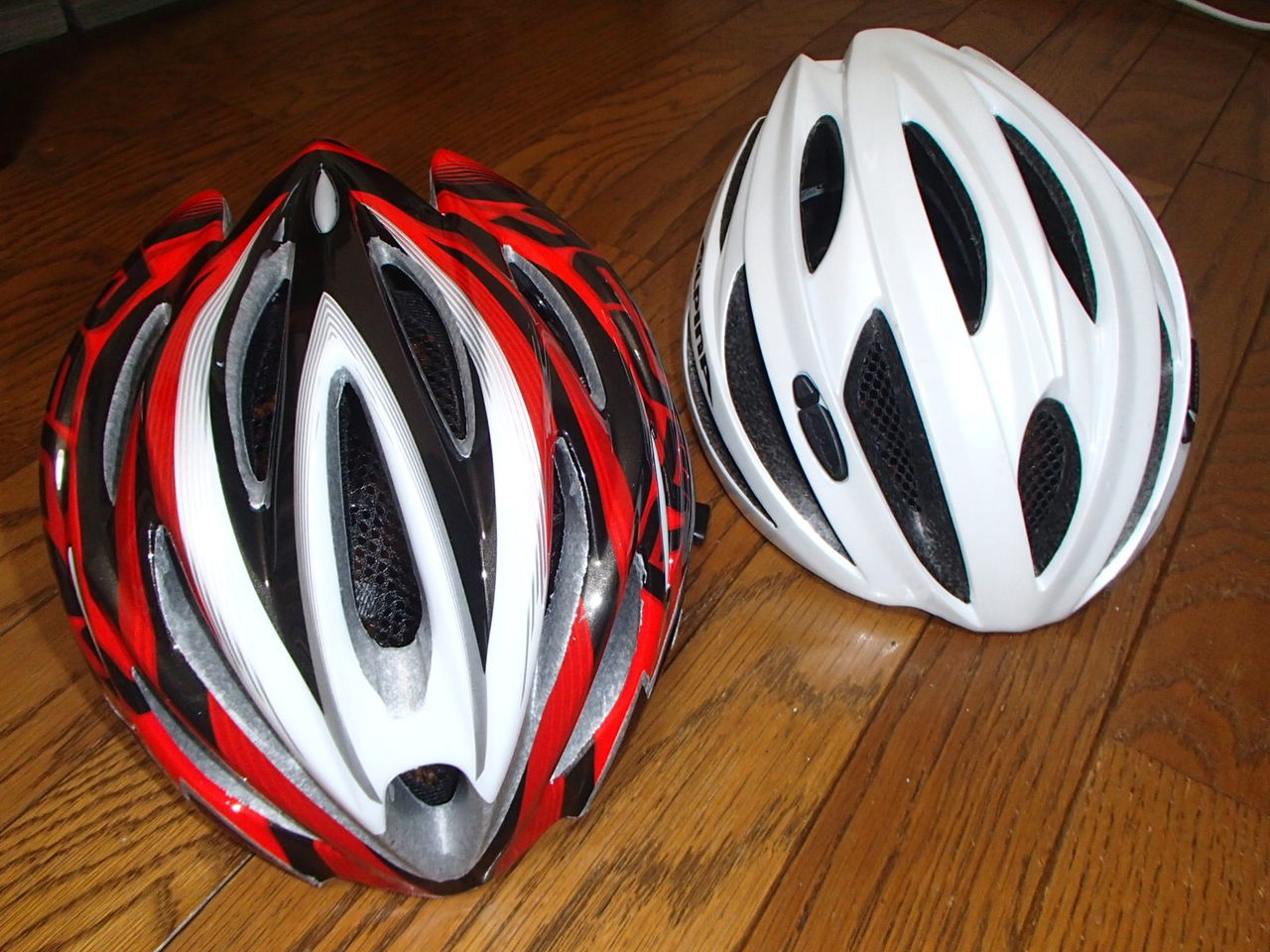 今までのヘルメットは傷も殆ど ...