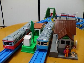 登山鉄道と駅とプラキッズ