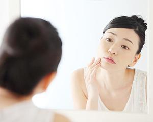 アクレケアで肌のクレーターは改善される?