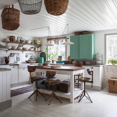 スウェーデン 白いカントリーキッチン