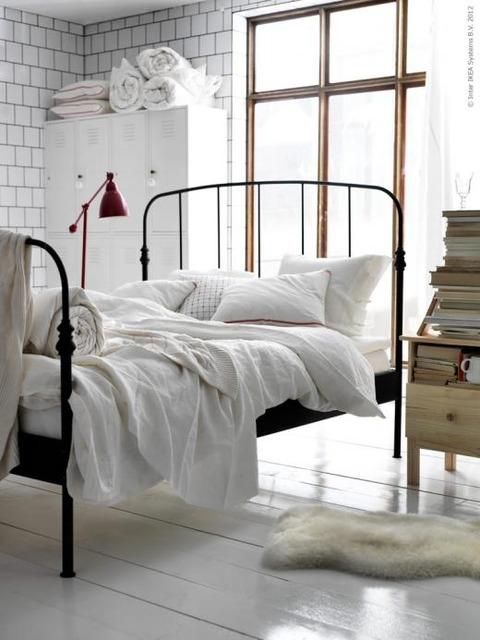IKEAの シンプルなBed RoomとOffice