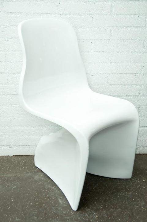 ちょっと変わったモダンな椅子