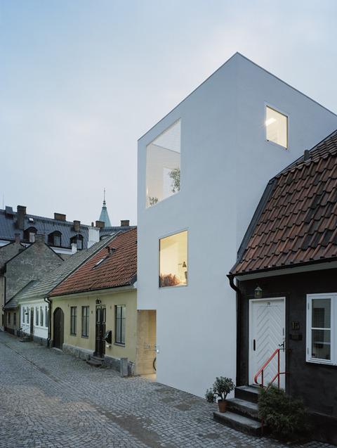 スウェーデン 古い町並みの中のモダンハウス