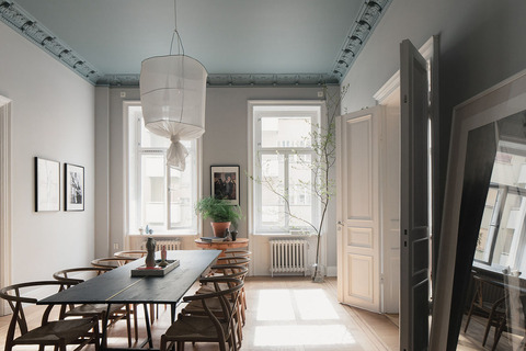 Sweden グレートーンにパステルカラーの天井