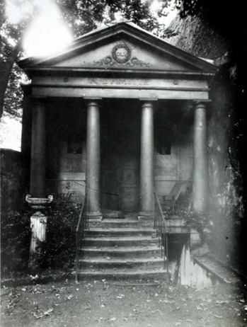 Atget_-_Temple_of_Friendship_at_20_Rue_Jacob