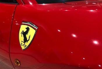 展示フェラーリ ロゴ