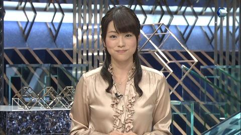 女子アナ本田朋子のサテンブラウス