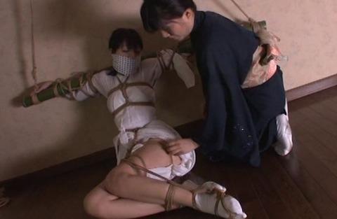 女流緊縛師に縛られるM女