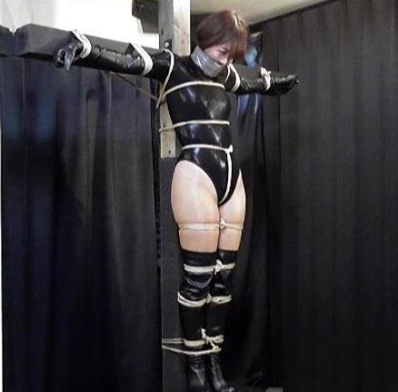 猿轡をされて監禁された女に興奮!容赦ない緊縛に注目