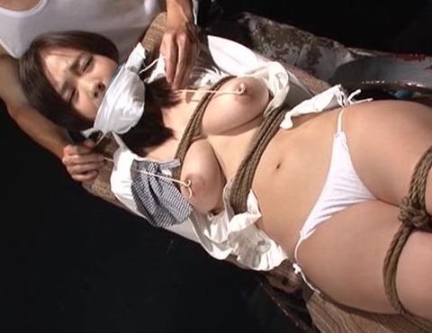 鶴田かなが猿轡をされて責められる動画