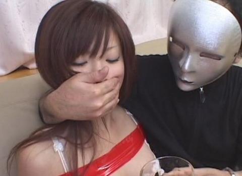 上○彩似のありすがクロロホルムを嗅がされ緊縛される動画