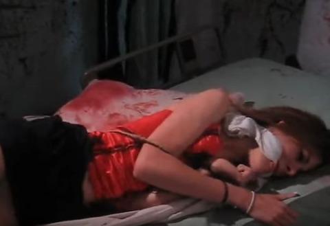 猿轡をされた女性が丸呑みにされる動画