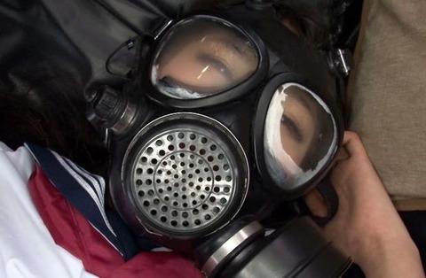ガスマスクをした女性の魅力とは?