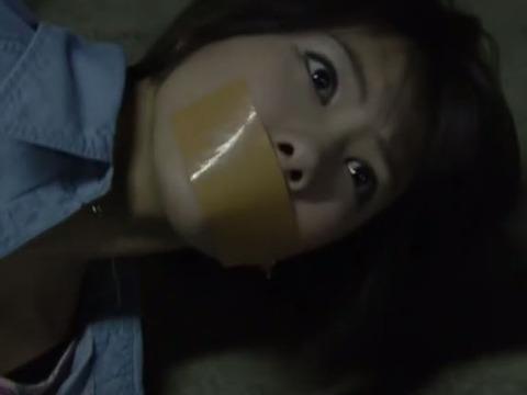 宮澤佐江さんのガムテープギャグシーン