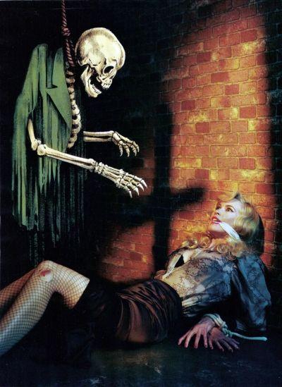 猿轡を噛まされた女性が悪霊に襲われる画像