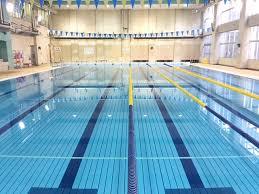 プールで毎日1時間泳いだら流石に痩せるよな?