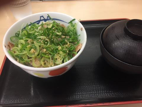 【画像】ワイデブニート、松屋に到着!!!!!!!!!!!!!!の画像