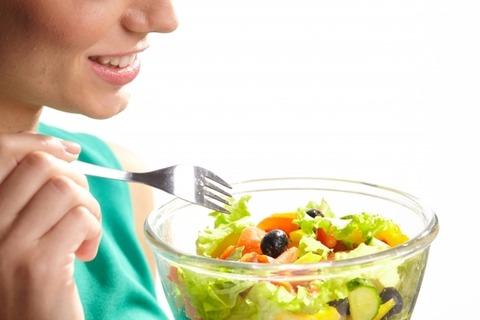 ずっと1500kcal以内の食生活より基本1500kcalで休日は2000~2500kcalくらいが痩せる気がする