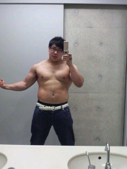 トイレで写メ撮ってた筋肉デブの最新画像wwww