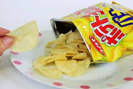 この時間にポテチを食べたったwwwwwwwwの画像