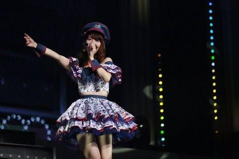 【画像】AKB48柏木由紀、お腹出し&超ミニスカで美脚披露!AKB初のソロ全国ツアーが映像化「み~んな夢中にさせちゃうぞっ♪」