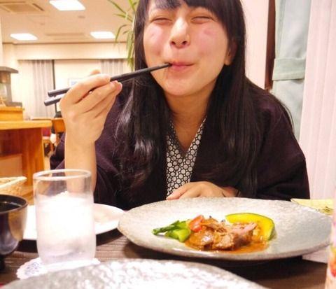 【画像】ごはんをおいしそうに食べる子ってかわいいよな