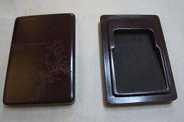 図8)木硯