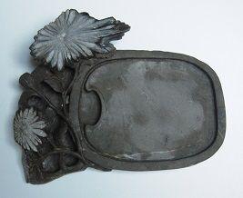 図7)菊化石硯