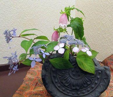 写真-3 古瓦の花卉