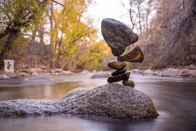 絶妙なバランスの石の画像