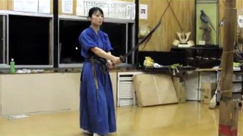 女剣士のかわいいガッツポーズ(動画)
