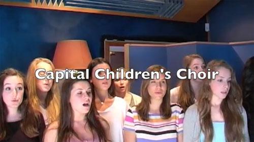 【美声】美女合唱団が披露するレディ・ガガの「Judas」(動画)
