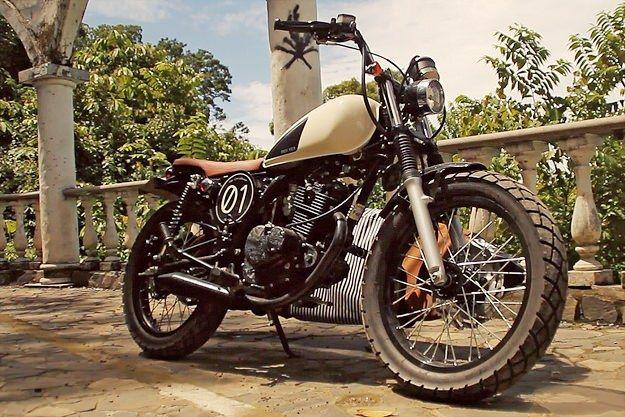 スズキGN125をサーフ仕様にカスタムしたバイク「THE CARIBLANCO」