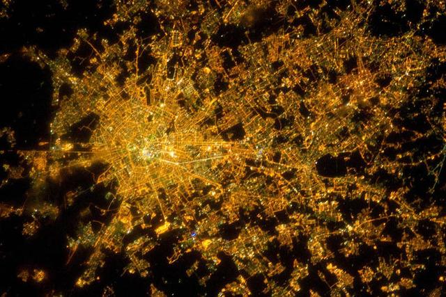 地球の夜景の画像