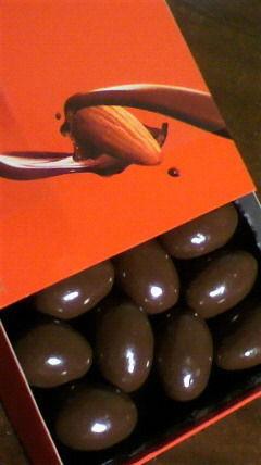 ガーナアーモンドチョコレート