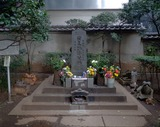 755px-Taira_no_masakado_kubiduka_2012-03-22s (1)