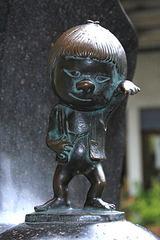 240px-Sakaiminato_Mizuki_Shigeru_Road_Zashikiwarashi_Statue_1